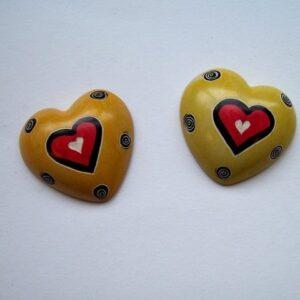 Speksteen hart Geel met rood hart vlak 3 cm
